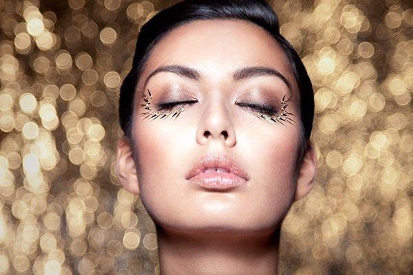 Editorial Beauty, gold eyes, natural lipcolour, straight hair