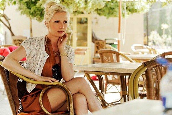 international make up and hair artist, Model in spanischem Kaffee