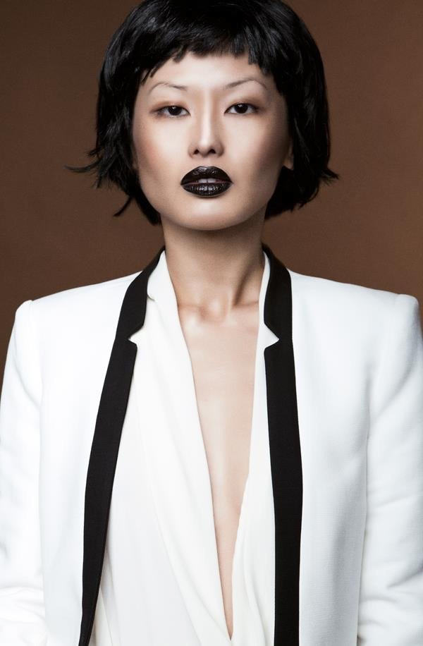 dark lips, fahion Make up asiatisches Model, kurzer Pony