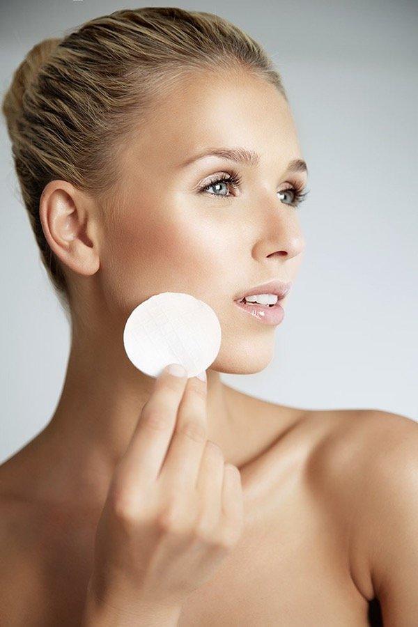 Beauty Aufnahme im Badezimmerlook für Werbung, Fotoshootings,..