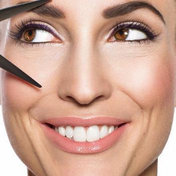 Beauty Aufnahme clean mit Lidstrich frischem Rouge und Gloss