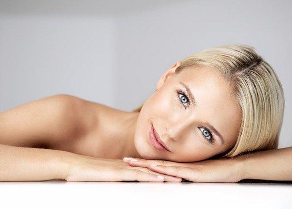 frischer Teint, professionell geschminkte Haut, natürlich ungeschminkt wirkender Look, Beautyproduktion, Make up Artist Düsseldorf