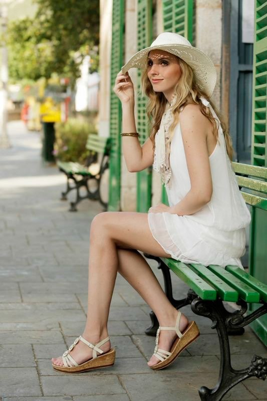 hair and Make up, natural, clean, commercial, girl sitting on bank