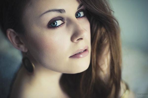 Beauty Make up, romantisch, natürliches Portrait, Augen in rauchigen Farben