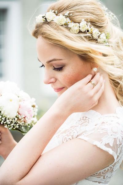 Hochzeitsfrisur und Make up