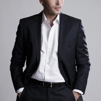 mangrooming, Business Bild, Hairstylling für Männer, Mann in blauem Anzug und weissen Hemd