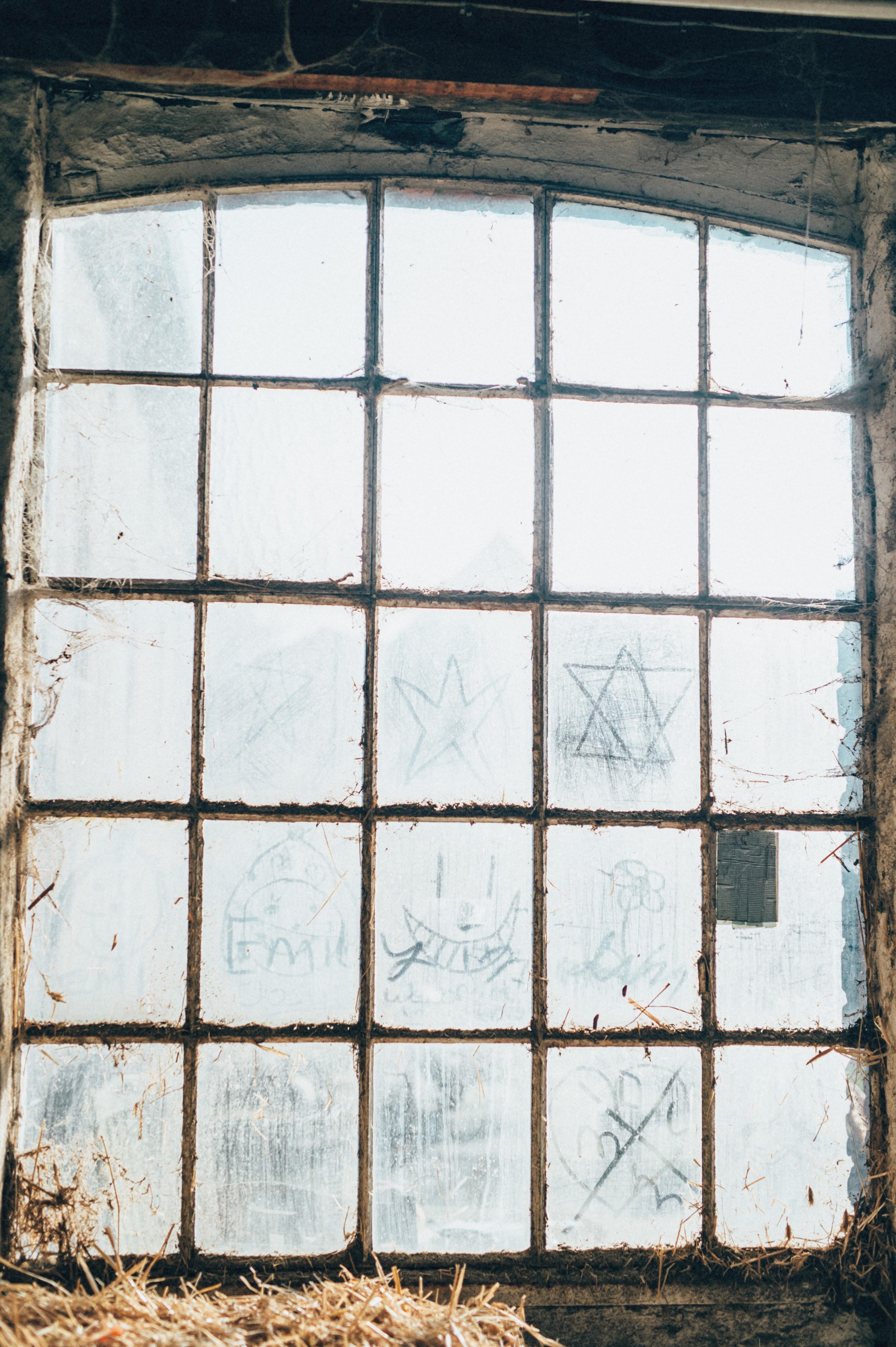 Haus Bilkrath romantische Aufnahme eines alten Stallfensters