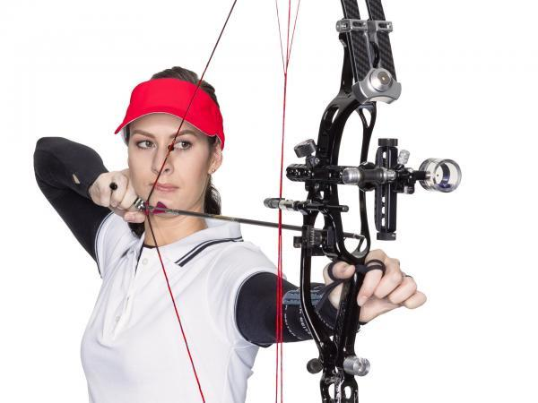 make up Sportlerin, Bogenschützin mit gespanntem Bogen