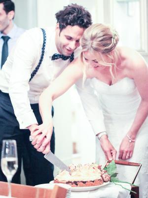Brautfrisur locker gesteckt, gedreht, romantisch unperfekt