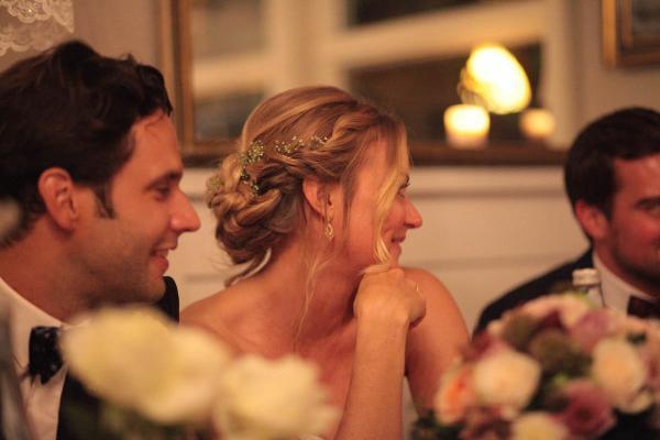 Braut mit Schleierkraut im Haar