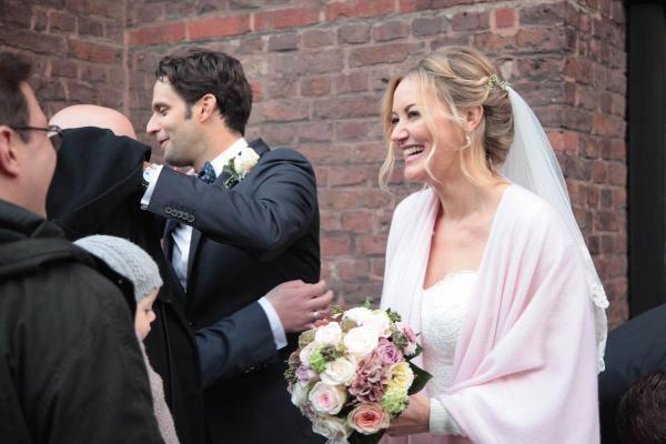 Brautmake up strahlend schön, frisch, hell und natürlich