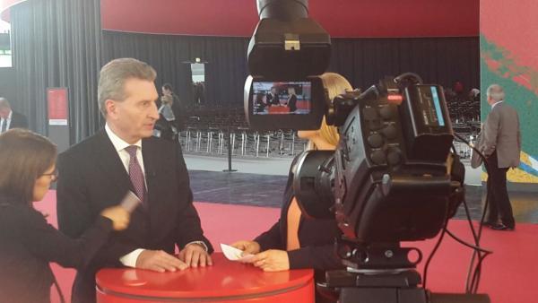 Make up für Politiker, hier Sparkassentag Düsseldorf, Günther Oettinger