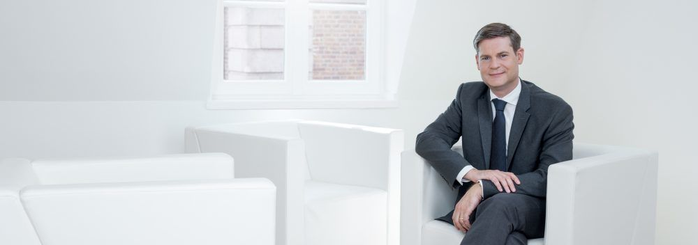 Corporatefoto mit sehr dezentem  Herren Make up