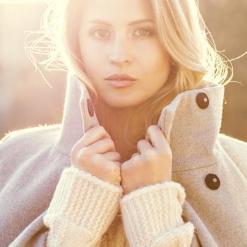 soft and gentle, make up und Hairstyling, Gegenlicht Portrait in der Wintersonne