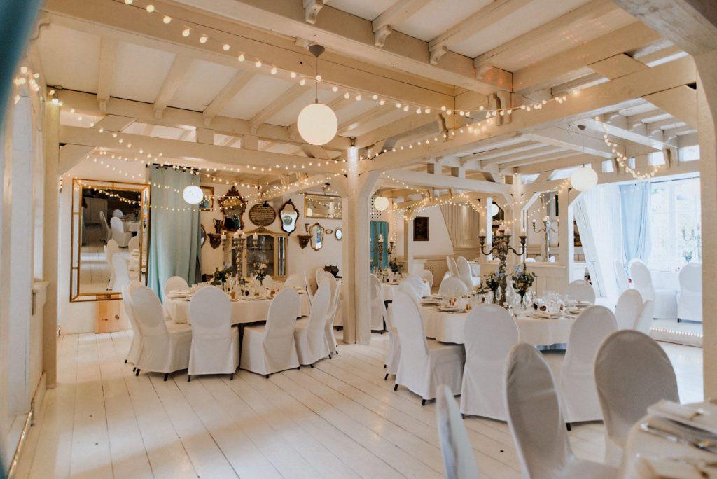 Wunderbar dekorierte Hochzeitslocation