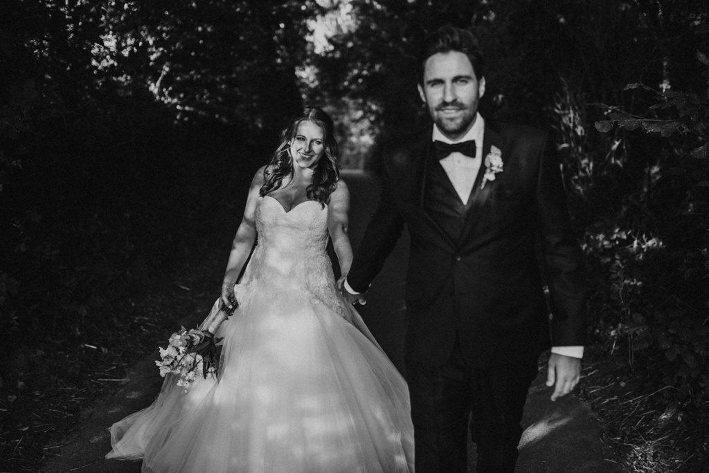 Schwarz weiss bild Brautpaar Brautstyling Monika Mages