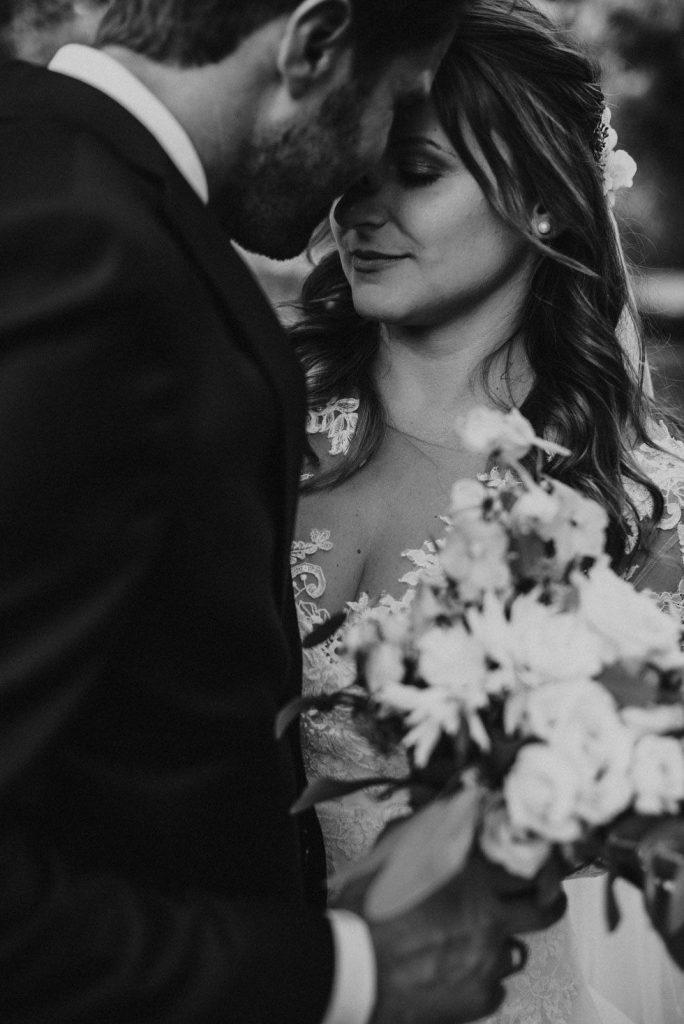 stimmungsvolles schwarz-weiss Hochzeitsfoto