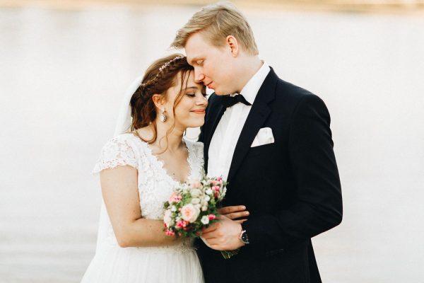 Brautpaar Fotoshootings am Rhein in Düsseldorf