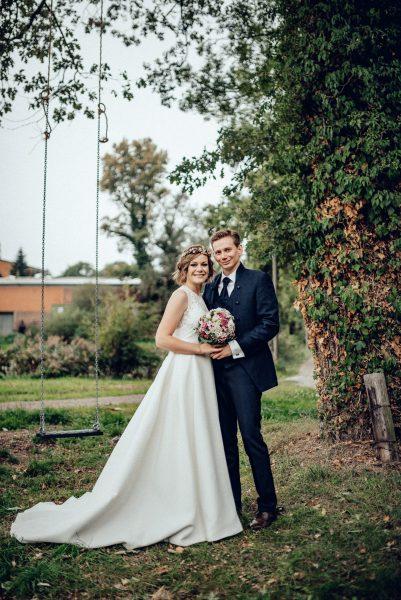 Hochzeitsfoto im Garten Braut mit Bob und Wellen im Boholook
