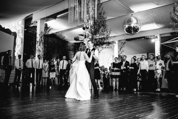 Hochzeitstanz Schwarz weiss Foto
