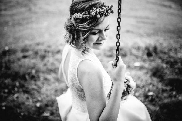 short weddinghair with headpiece