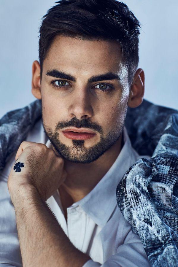 mangrooming für Portraitaufname von Männermodel mit Bart und kurzer Frisur
