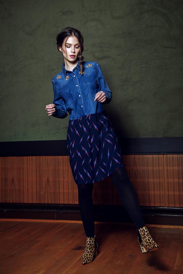 Modeaufnahme von Model Modell mit Kleid und Leo Schuhen