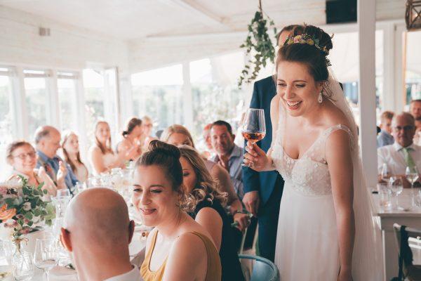 Loose wedding bun, Bilder der Hochzeitsfeier, Frisur und make up Monika Mages, professionelles Brautstyling Düsseldorf