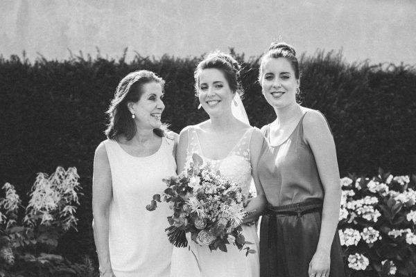 Loose wedding bun, hochzeits Familien Foto Zwillinge mit Dutt
