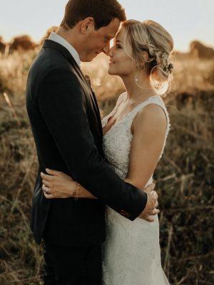 wedding up do Abendlicht Foto eines Brautpaare