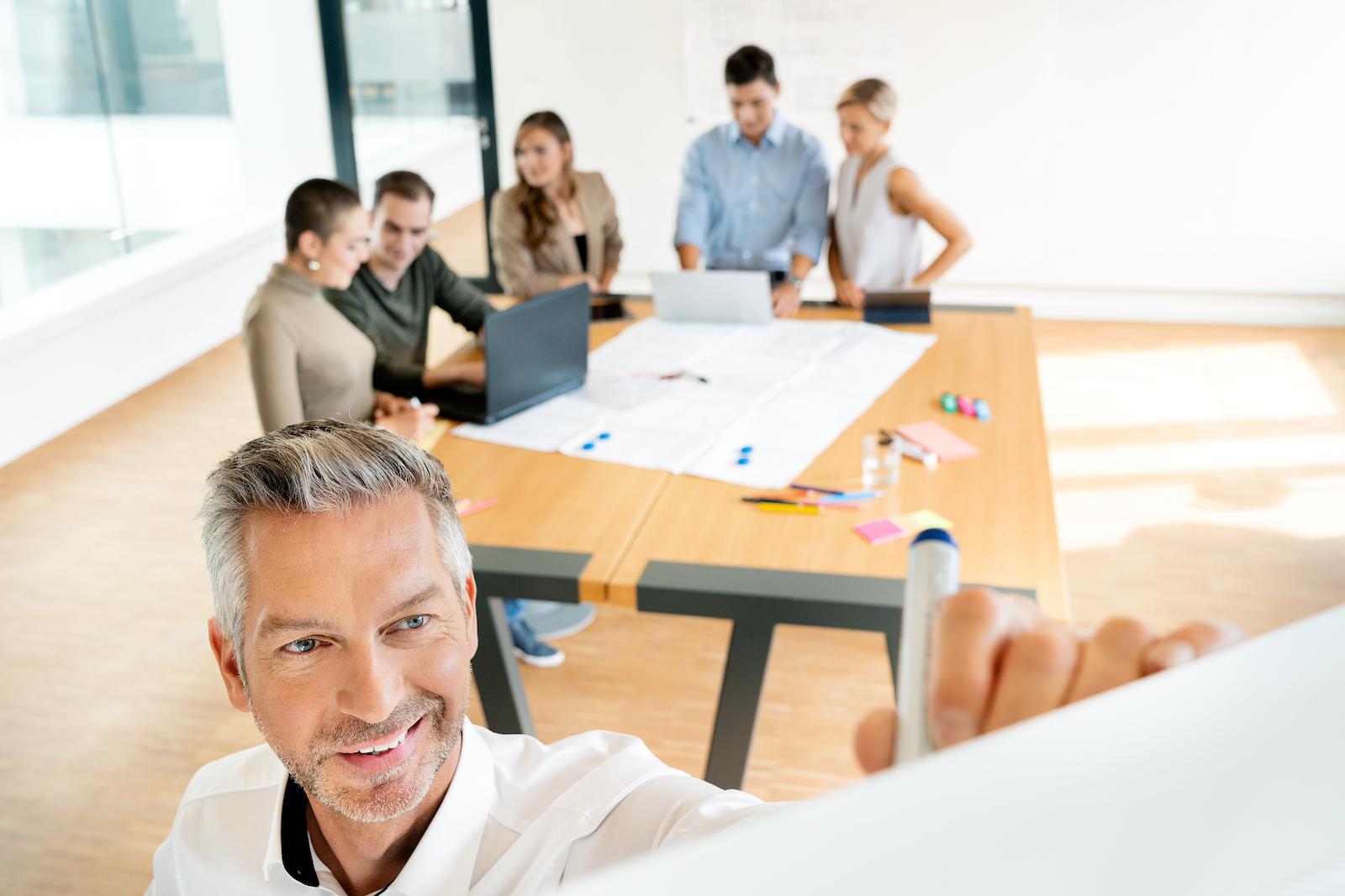 Business Trainees Team beim lernen
